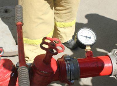 Пожарные проверки и испытания противопожарного оборудования, лестниц и ограждений крыш.