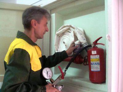Производим пожарные проверки и испытания противопожарного оборудования, лестниц и ограждений крыш. Испытания водопровода.